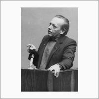 В.А. Коптюг читает лекцию