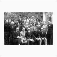 Группа выпускников кафедры технологии полупродуктов и красителей МХТИ им. Менделеева, 1954 год. В первом ряду в центре проф. Н.Н. Ворожцов, В.А. Коптюг в третьем ряду второй справа