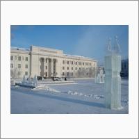 Здание ЯНЦ СО РАН зимой. Вид с площади Дружбы народов, город Якутск.