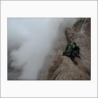 Геофизики ИНГГ на кромке Кратера вулкана Мутновский