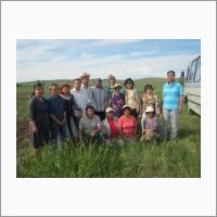 Участники международной научно-практической конференции на опытном поле Тувинского НИИСХ