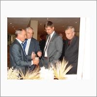 Первый заместитель руководителя ФАНО России А.М. Медведев знакомится с научными разработками сибирских ученых