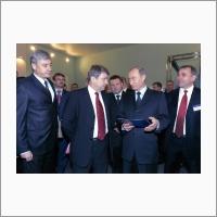 Academician Valentin Parmon presents the developments of Boreskov Institute of Catalysis SB RAS to President Vladimir Putin