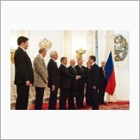 Д.А.Медведев вручает Госпремию РФ за 2009 год академику РАН В.Н.Пармону 2010