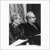 Слева направо: Ю.Е. Нестерихин и М.Ф. Жуков. Источник: Фотоархив Отделения ГПНТБ СО РАН.