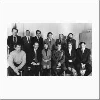 Космонавт А.Г. Николаев в Институте автоматики и электрометрии СО РАН. В 1-м ряду слева направо: О.И. Потатуркин, В.П. Коронкевич, --, А.Г. Николаев, Л.Н. Чалкина, В.И. Никулин. Во 2-м ряду: П.Е. Котляр, --, П.Е. Твердохлеб, В.П. Майоров, -, -. Октябрь 1979 г. Автор снимка:Ахмеров Р.И. Источник: Фотоархив Отделения ГПНТБ СО РАН.