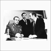 Слева направо: космонавт А.Г. Николаев, В.И. Никулин, В.П. Коронкевич. Октябрь 1979 г. Источник: Архив ИАиЭ СО РАН.