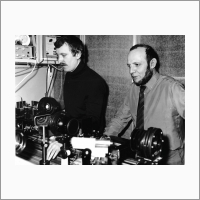 Слева направо: О.И. Потатуркин и Е.С. Нежевенко. Источник: Архив ИАиЭ СО РАН.