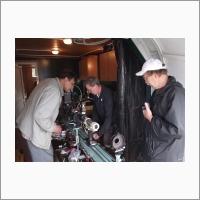 В.С. Пещеров, А.А. Зотов, А.А. Лубков настраивают солнечный телескоп оперативных прогнозов СТОП-1. 2011 г. Источник: Архив ИАиЭ СО РАН.