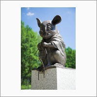 Monument to the laboratory mouse. Designed by artist Andrey Kharkevich and made by sculptor Alexei Agrikolyansky