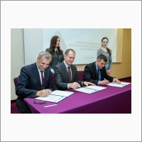 """Signing the General Agreement on collaboration between Boreskov Institute of Catalysis SB RAS, PAO """"Gazprom neft"""" and OOO """"Gazpromneft-Kataliticheskie Sistemy"""""""