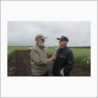Профессор ГАУ Северного Зауралья А.С. Иваненко и Н.В. Перфильев - главный научный сотрудник НИИСХ Северного Зауралья