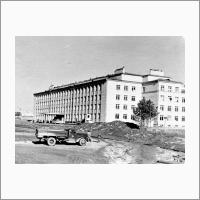 Только что сданное в эксплуатацию здание ИГиГ. 1962г.