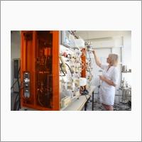 Хроматографическая система, предназначенная для очистки фармацевтических субстанций методом ионообменной хроматографии. Волгоградский филиал ИК СО РАН.