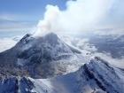 Вулкан Безымянный проявляет активность