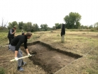 Археологи на раскопках. Левый берег Оби. Фото НДН.ИНФО