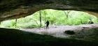 Скальный навес на ручье Мешоко. Северный Кавказ. Фото Государственного Эрмитажа