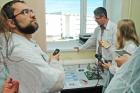 Максим Якушев показывает полупроводниковые гетероструктуры на основе соединений кадмий-ртуть-теллур, матрицы фоточувствительных элементов, фотоприемники
