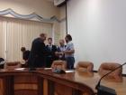 Алексей Миронов (ИФП СО РАН) получает свидетельство о присуждении президентского гранта