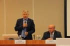 Академик Валентин Пармон выступает на совещании