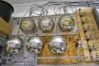 Воздух с мачты обсерватории ZOTTO закачивается в буферную систему, состоящую из металлических шаров. Фото Екатерины Бурчевской.