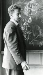 Академик Сергей Львович Соболев читает первую лекцию для студентов НГУ в 1959 году.